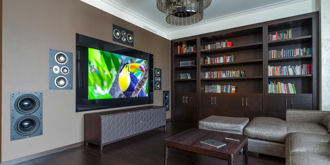 Телевизор за стеклом под домашний кинотеатр