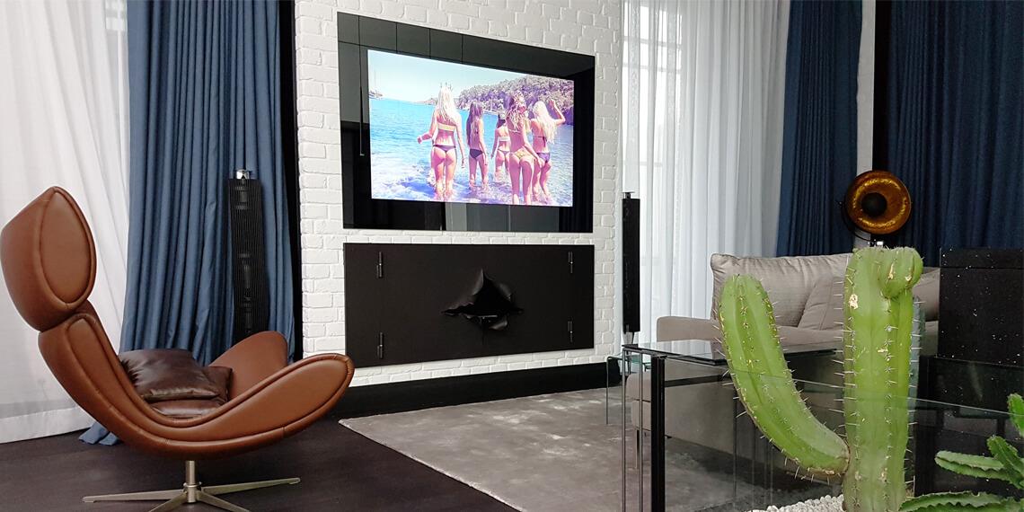 Встроенный телевизор Tele-Art для гостинной комнаты