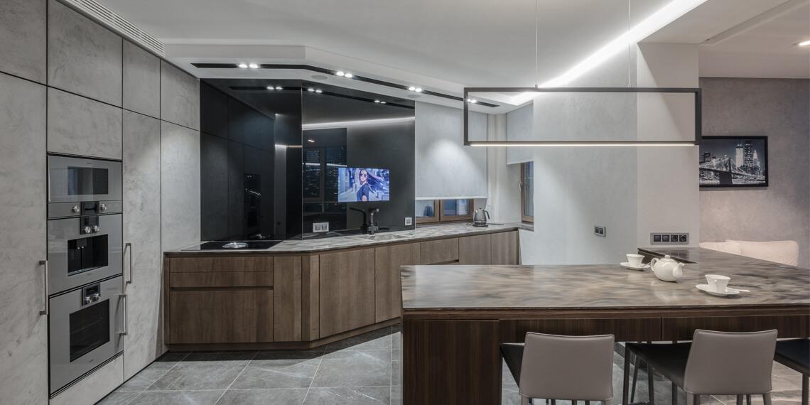 Встроенный телевизор за графитовым стеклом для кухни