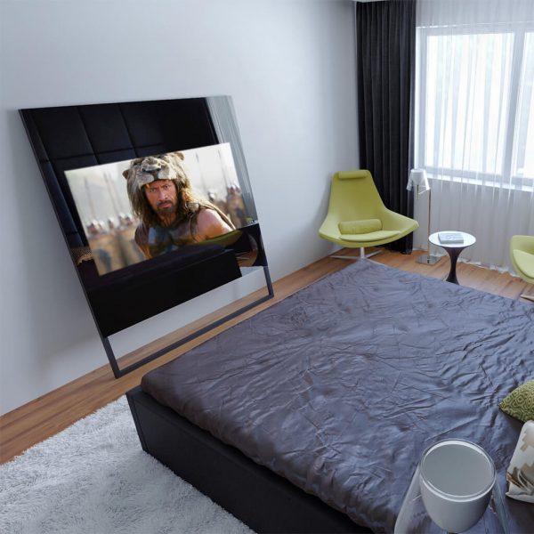 Зеркальный телевизор Tele-Art Q6SM Black Mirror включен в спальне