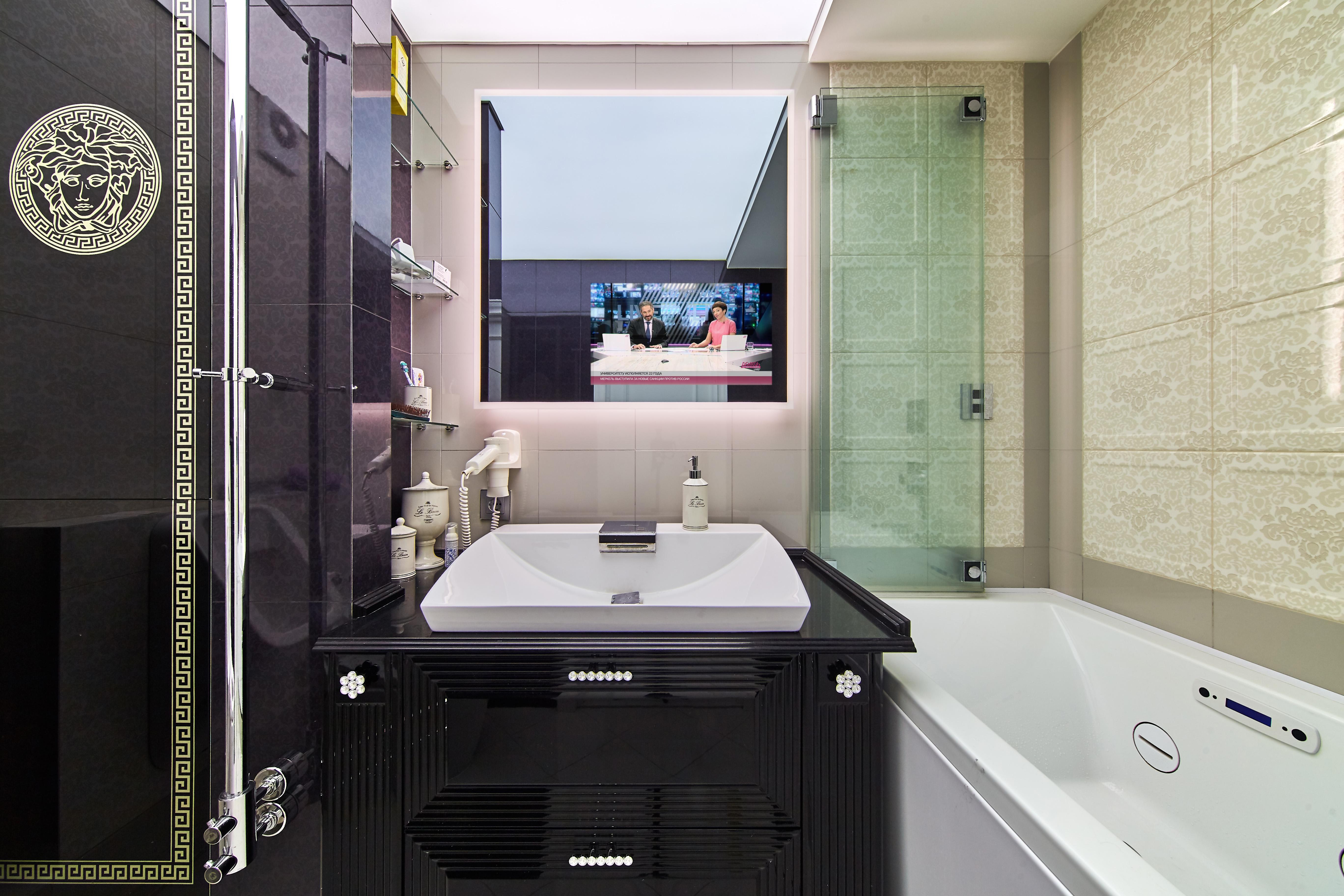 Зеркальные телевизоры для ванной комнаты